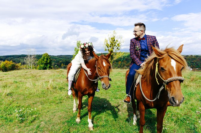 Two hours of horse riding tour from the stable in Zubra to Zhyrivka and back