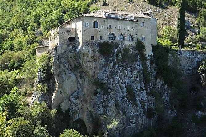 Historical tour cycle. Travel in secret Abruzzo 6 days / 5 nights SELF-GUIDED