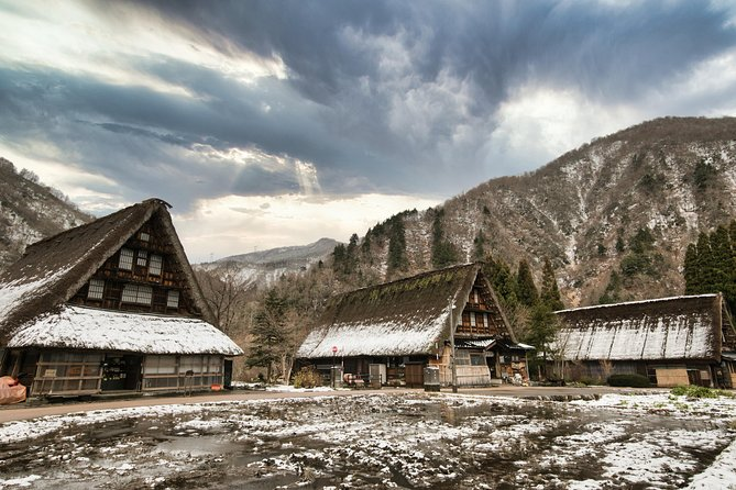 Takayama and Shirakawago full day with professional photographer