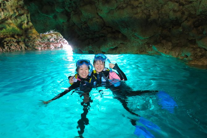 [Okinawa Blue Cave] Snorkeling and easy boat holding! Private system ♪ ★ Very satisfied with the beautiful facilities of the shop (with photo and video shooting service)