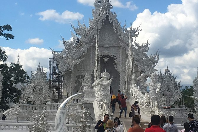 Chiang Rai:Join One day White temple+Baan dam+GoldenTriangle+Long Neck+Boat trip photo 4