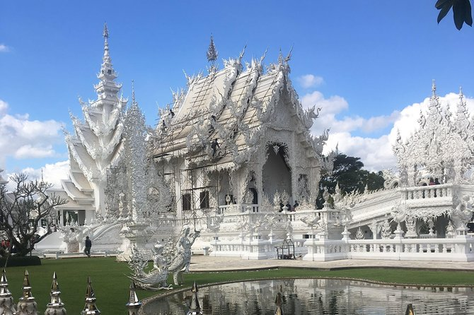 Chiang Rai:Join One day White temple+Baan dam+GoldenTriangle+Long Neck+Boat trip photo 2