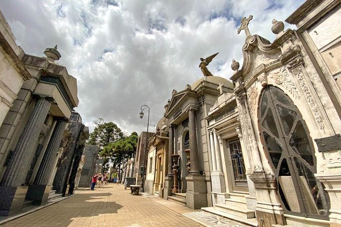 City of Angels: Private Walking Tour of Recoleta Cemetery and surroundings photo 6