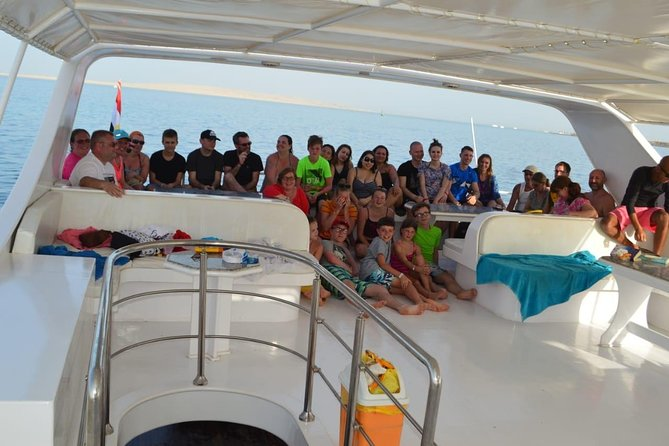 Royal dolphin snorkeling trip with massage