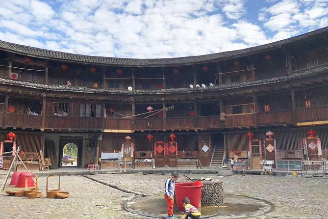 Nanjing Tianluokeng Hakka Cluster Private Day Tour From Xiamen
