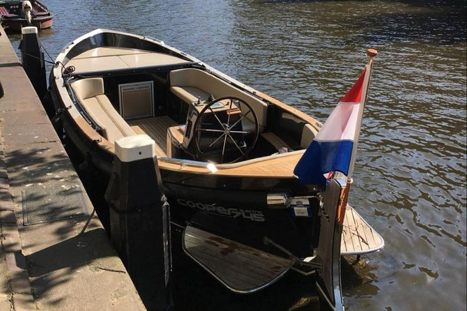 Leemstar Small Open Boat Cruise. 75 minute incl. drinks. Lounge boat, - 8 person