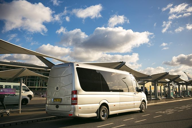 Private Minibus Arrival Transfer: Gatwick to Central London Airport