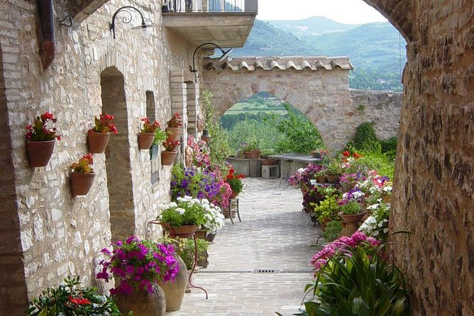 Spello: a journey through flowers, mosaics and ancient Roman ruins