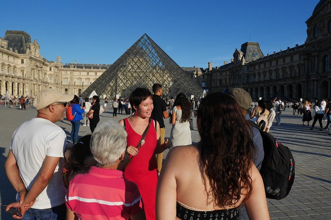 Private family tour in the Louvre, art is fun ! photo 1