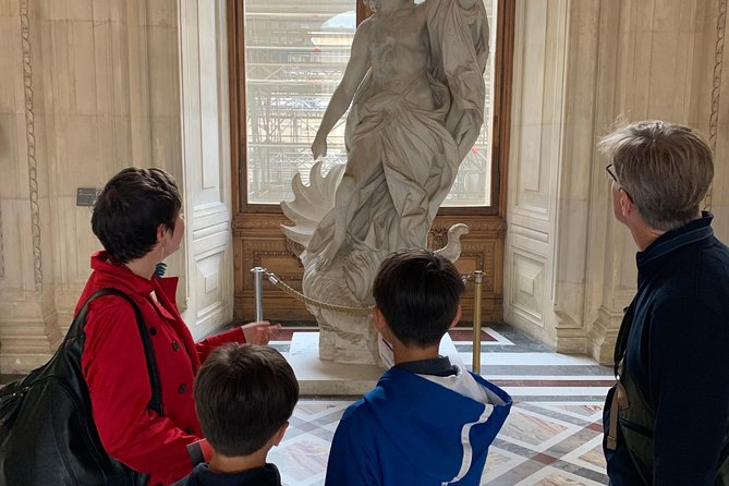Private family tour in the Louvre, art is fun ! photo 4