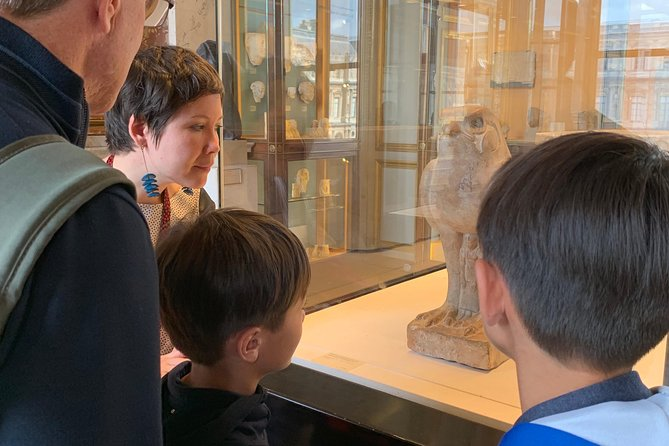 Private family tour in the Louvre, art is fun ! photo 3