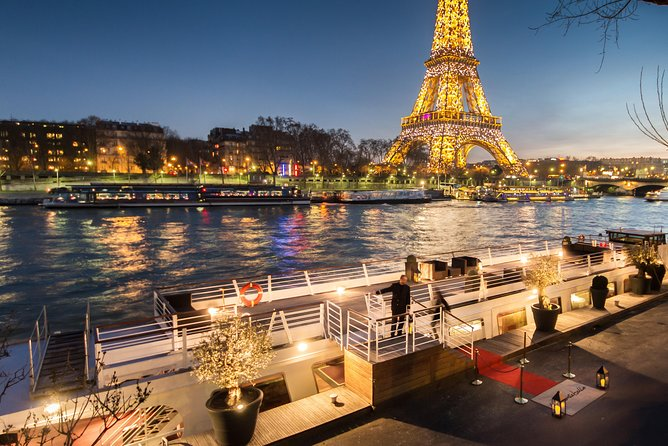 Valentine's Day: Romantic Dinner Cruise at Paris Seine