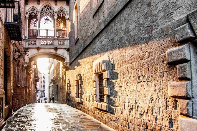 Gothic, Borne and Raval Neighborhoods. Old Town + Tapas