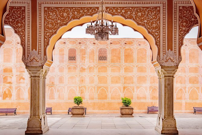 Forts and Palaces Tour of Jaipur (Guided Fullday Sightseeing City Tour by Car)