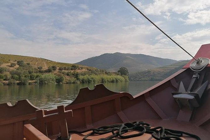 Douro Valley Tour with lunch,transport, visit to a winery and Douro cruise