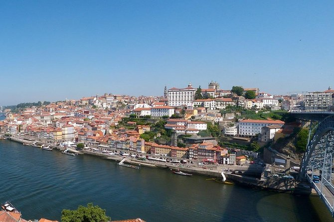 Walking tour in Porto with lunch, wine tasting and Douro cruise
