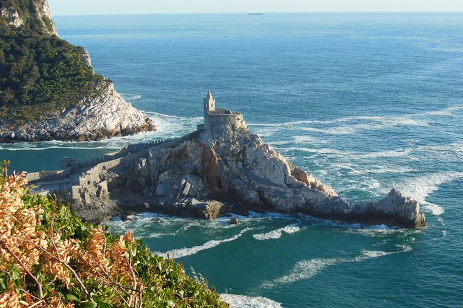 Walking towards Portovenere and the secrets of the ancient olives roman mill