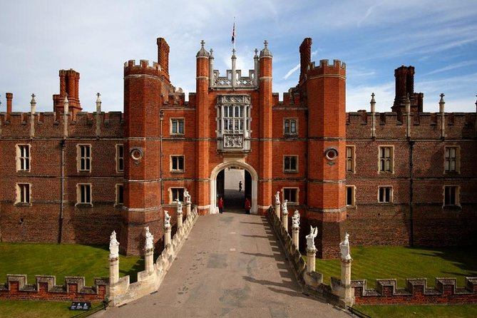 Windsor Castle and Hampton Court Palace Tour with Lunch Pack
