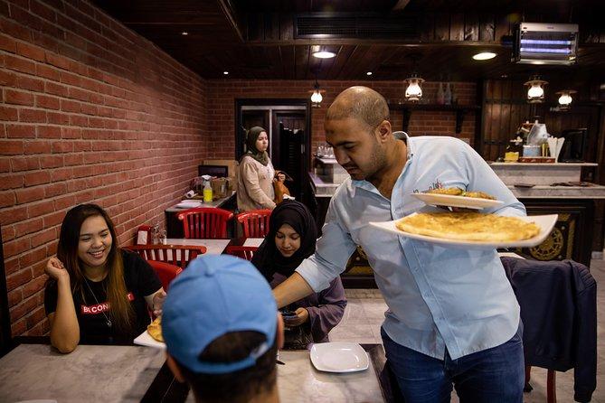 Dubai: Walking, Metro, and Abra-Boat Food-Tasting Tour