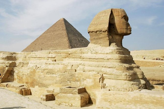 Cairo Sightseeing Tour (Giza Pyramids, Sphinx , Museum , Bazaar)