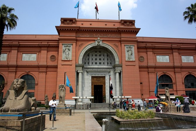 Giza Pyramids & Egyptian Museum Tour in Cairo