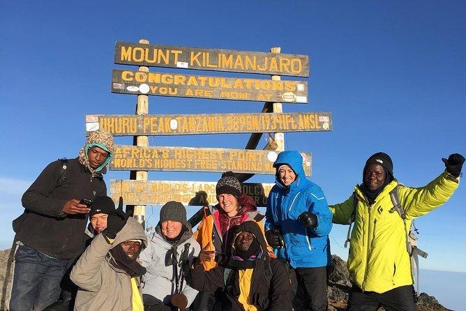 Uhuru Peak 5 Days Guided Hiking Tour from Marangu