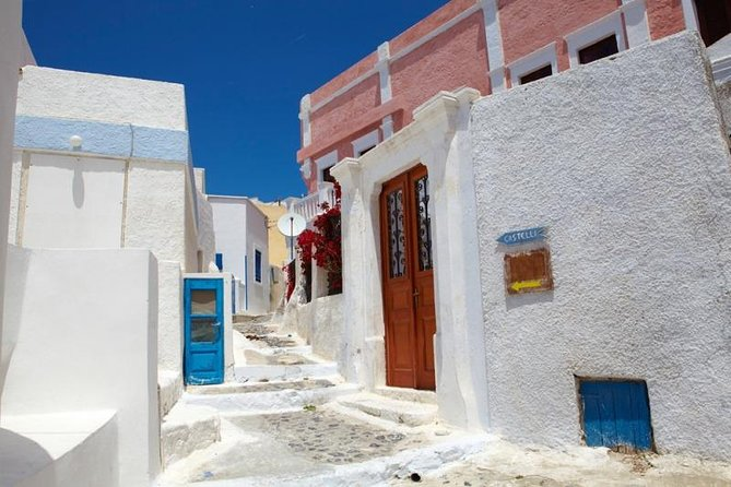 Private excursion Explore the village of Santorini with its medieval castle! photo 3