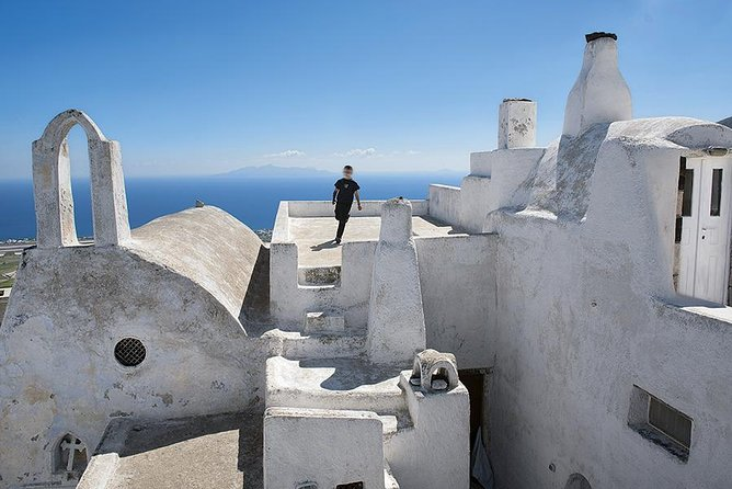 Private excursion Explore the village of Santorini with its medieval castle! photo 1