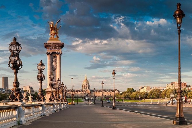 Ultra - Paris sightseeing tour with private vehicle and driver standby