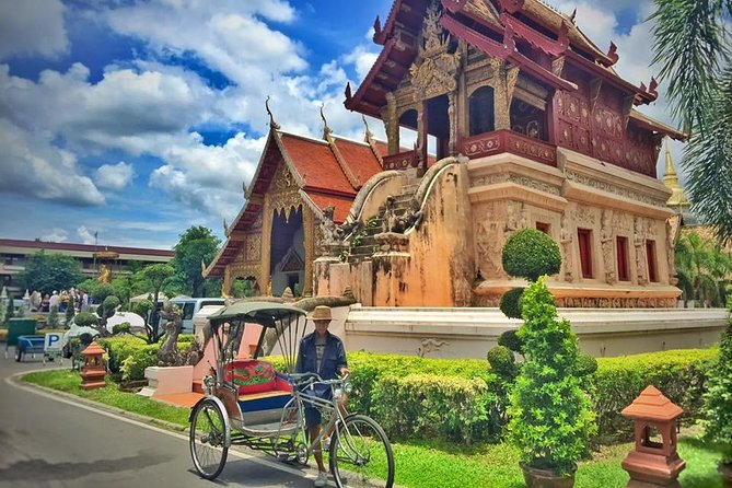 Chiang mai History with Tricycle Riding & Walking Private Tour