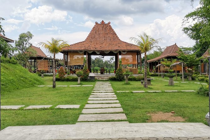 Borobudur Temple and Candirejo Village Tour with Dokar or Cycling
