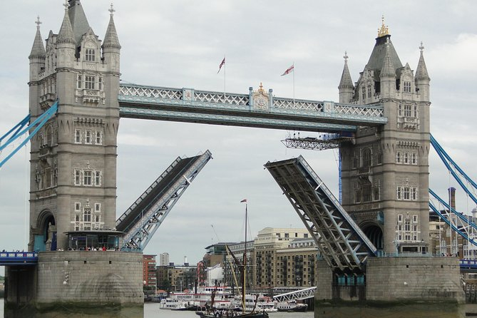 London Full Day Private Tour by Walking and Public Transportation
