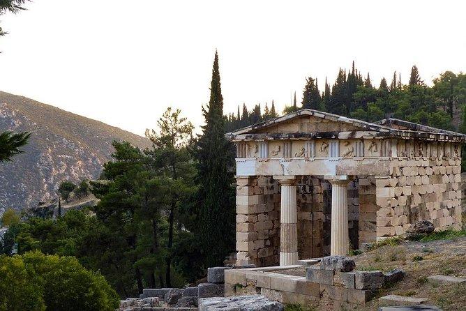 Ancient Delphi - Arachova Traditional Village