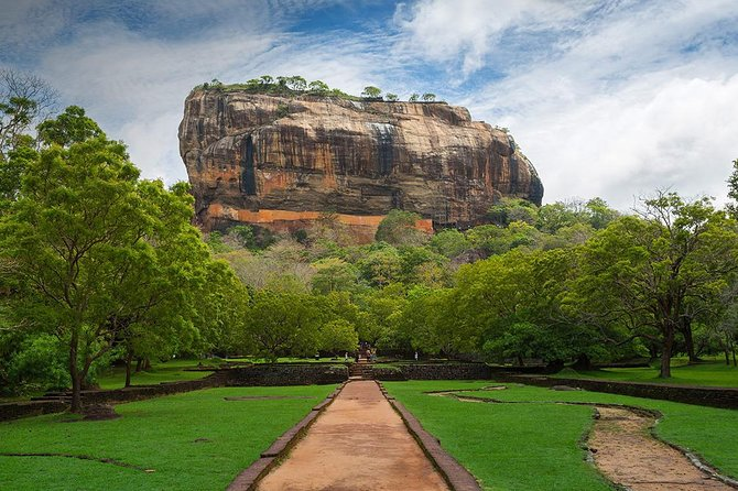 Sigiriya Rock and Dambulla Cave Temples from Colombo (All inclusive day tour)