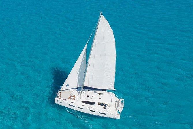 Luxury sailboat in Isla Mujeres