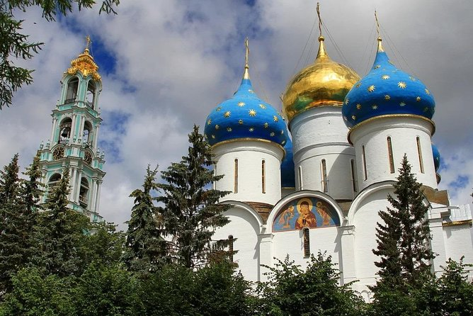 Private Tour: Troitse-Sergiev Monastery from Moscow by car