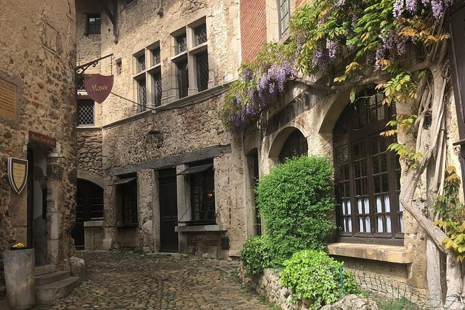Pérouges Medieval Village Private Half-Day Trip with Tasting from Lyon