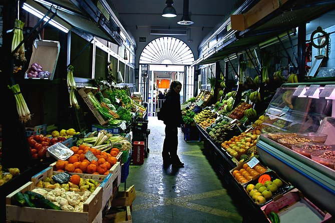 Discover the markets of Seville by bike and try their most typical products!