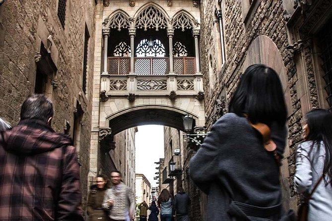Barcelona Tour with Tapas: Historic Quarters Private Tour (3 Hours)