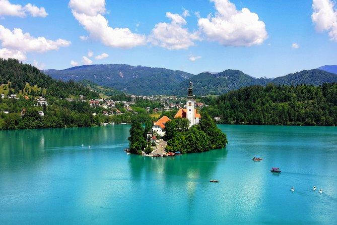 E-bike experience along the Alpine lake - transfer from Ljubljana