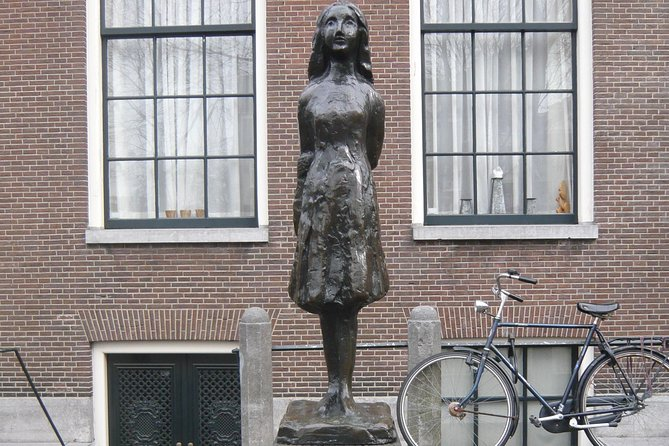 2-Hour Private Anne Frank Walking Tour with Drink