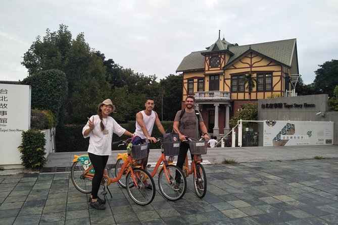 Private Bike Tour to Historical Tamsui with a Local