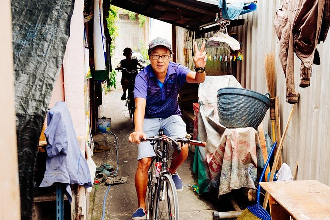 The Beauty of Bangkok by Bike & Longtail Boat Private Tour photo 4