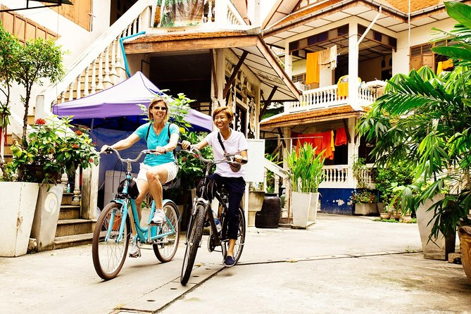 The Beauty of Bangkok by Bike & Longtail Boat Private Tour photo 11