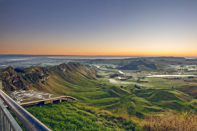 Hawke's Bay Morning Wine Tour and Te Mata Peak Including Winery Lunch