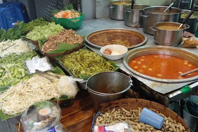 Delicious Food tour with Tangmo photo 3