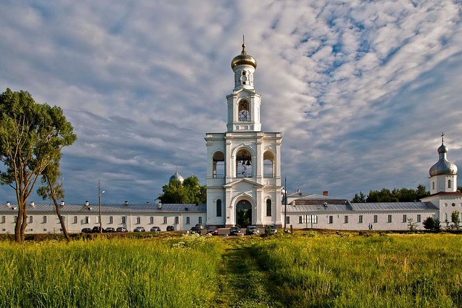 Join-in Tour to the Vitoslavlitsy Museum and the St. George Monastery