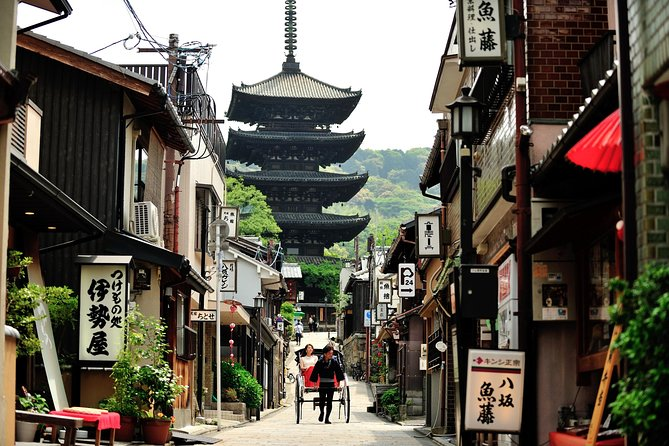 Kyoto Higashiyama: Sakura Rickshaw Tour