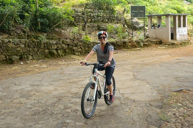 Cycling to Belilena Cave from Kithulgala (Private 3-Hour Tour) photo 3