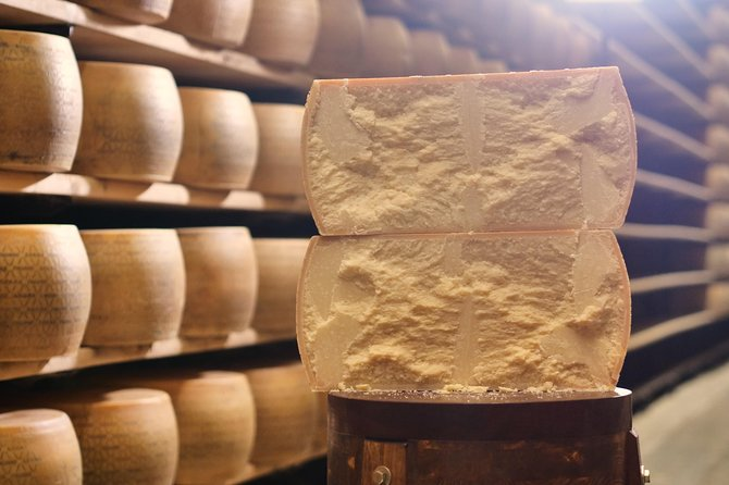 Parmigiano-Reggiano Cheese Factory Small group Tour From Parma